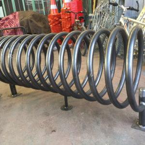 bisiklet park yeri standı sehpası park yerleri demiri spiral boru bisiklet park etme yer fiyatları metal bisiklet park alanı demir fiyatı park sistemi ilgi trafik market üretimi