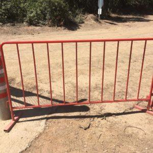 metal güvenlik bariyeri polis güvenlik barikatı demir bariyer artvin elektrik üretim barajı kırmızı portatif güvenlik bariyeri imalatı üretimi fiyatı