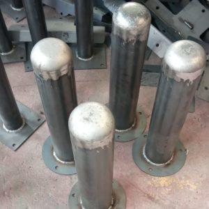 demir duba sabit park bariyeri metal delinatör otopark demir bariyer kaldırım dubası metal duba yol bariyeri flanşlı metal sabit bariyer üretimi