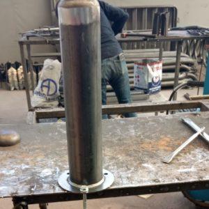 sabit bariyer sabit park bariyeri demir delinatör duba metal delinatör otopark demir bariyer kaldırım dubası metal duba yol bariyeri üretimi imalatı