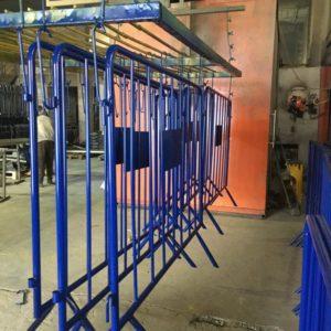 zabıta bariyeri mavi metal güvenlik bariyeri demir güvenlik bariyer trafik ürünleri trafik malzemeleri ilgi trafik sistemleri polis bariyeri boya imalatı üretimi