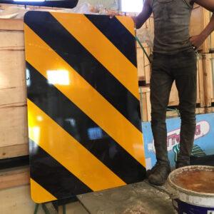 tehlike uyarı levhaları trafik levhası uyarı levhası yol trafik tabelası normal performans yüksek performans levha fiyatı imalatı üretimi refüj başı ek levhası nedir