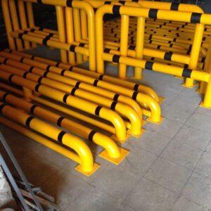 otopark araç stoperi otopark stoperi oto park ayırıcı otopark ayırma bariyeri araç ayırıcı destekli 3 ayaklı ilgi trafik imalatı üretimi lastik sonlandırma demiri