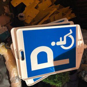 engelli park yeri levhası trafik levhası plastik dikdörtgen levha plastik trafik levhası işareti engelli park yeri tabelası anlamı üretimi imalatı ilgi trafik sistemleri