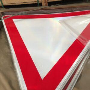 yol ver trafik levhası uyarı levhası yol trafik tabelası normal performans yüksek performans levha fiyatı imalatı üretimi ankara ilgi trafik sistemleri