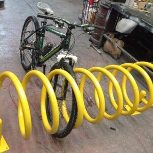 sarı bisiklet park yeri bisiklet parkı 10 lu bisiklet park demiri bisiklet koyma yeri bisikletlik apartman bisiklet park yeri demirleri spiral bisiklet park alanı üretimi